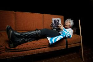 Gintoki Sakata - reading some Jump by Lulu-Heartnet
