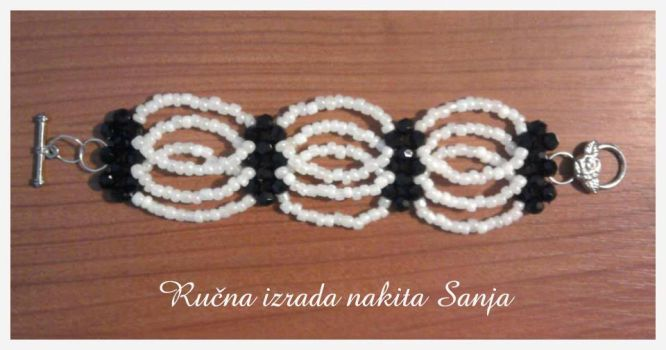 Black and white beaded bracelet by Sanjabeads