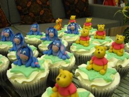Pooh Cupcakes 2 by meechan