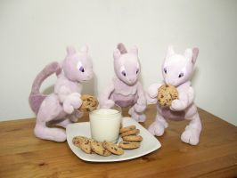 Mewtwo's Midnight Snack by Path-e-tech-graphics