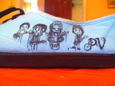 There always is a concert on my shoes by grisarayas-x3