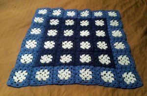 blue granny square blanket by gwilly-crochet
