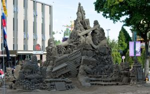 100 Tons of Fun, PNE Vancouver by sculptin