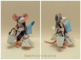 Dollhouse miniature- cleaner lady mouse -ooak- by BethMiniWorld