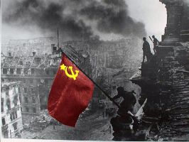 soviet flag at reichstag by blackguard-saracen