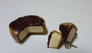 Cheesecake magnet and earrings by raspil
