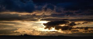 Cloudy Sunset by janip