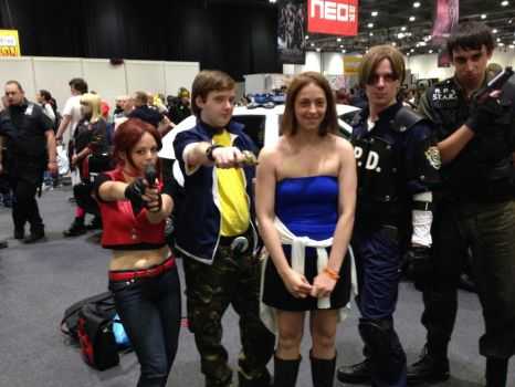 me and a gang of Resi Evil Cosplayers by lealea25