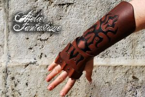 Alberic fingerless leather gauntlet by AtelierFantastique