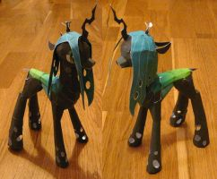 Queen Chrysalis prototype 2 by muffinshire
