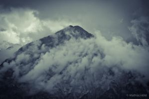 foggy mountain by motzhoeld