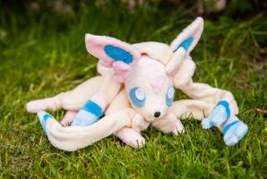 Floppy Beanie Sylveon/Ninfia by tiny-tea-party