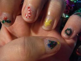 Christmas nail art - left hand 2 by Amazinadrielle