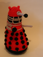 Dalek of crochet goodness by ikklesammy