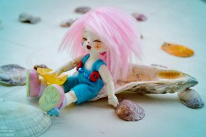 Playing with shells II by AidaOtaku-BJD
