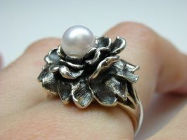 Oxidized rose ring in silver by nellyvansee
