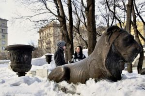 sculptures and people by Lyutik966