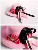 +__ Cute pink mini tophat by Macabreskiss