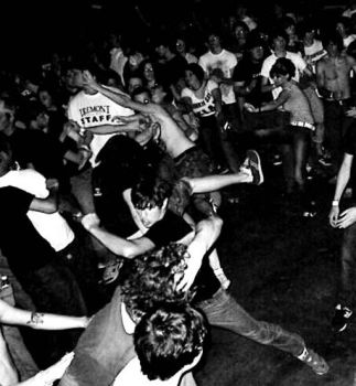 mosh pit by hepgerl