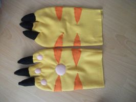 Gatomon Gloves WIP by weisewoelfin