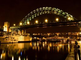 Tyne at Night by northernmonkeyz