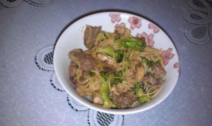 Beef and Vegetable Noodle Stir-Fry by ChiisaiKabocha17