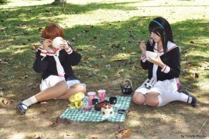 Sakura The Card Captor - Hungry at picnic by TenchiMuyou