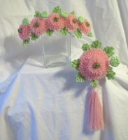 Maiko's pink chrysanthemum kanzashi set by EruwaedhielElleth