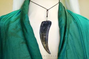 Daenerys Targaryen Game of Thrones necklace by AnyShapeNecklaces