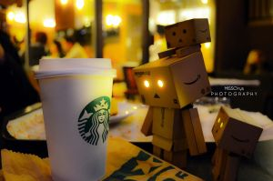 Family Danbo in Starbucks by Missorys