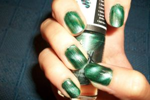 magnetic nail art in green - manicura magnetica by butterfly1980