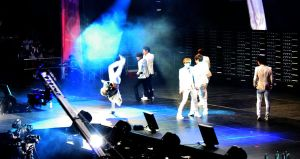 Eunhyuk's handstand by AngelSpitfire08