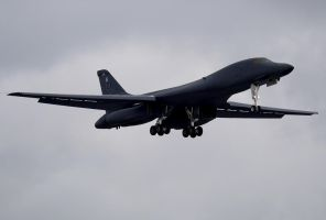 Rockwell B-1B Landing by shelbs2