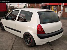 Renault Clio by octagonalpaul