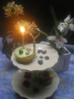Cupcakes - roses and violets by RoseTyler59