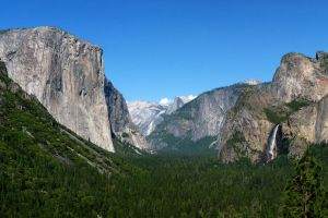Yosemite Valley in June by inforcer