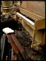 piano by wolfweeds