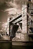 Tower bridge by Flyxer15