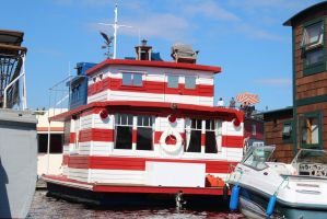 If Waldo had a Houseboat... by eillahwolf