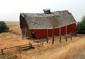 Old Barn on the Range by Imnopro