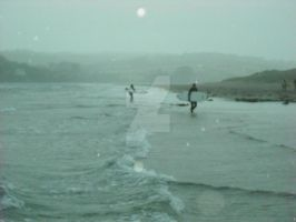 Surfers in the rain by graciferblue