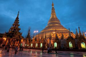 Shwedagon Pagoda by SantiBilly