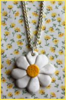 Summer daisy necklace by citruscouture