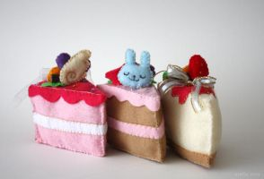 felt cakes by amy-liu
