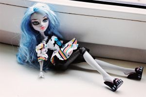 Ghoulia Yelps II by RoxanneStein