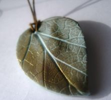 Leaf Pendant in Polymer Clay by vixensnose