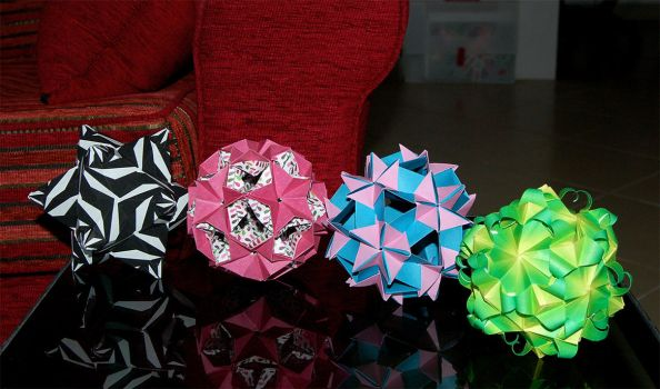 more origami fun by Loony-Lucy