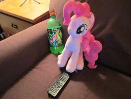 Pinkie just watching some TV by Template93