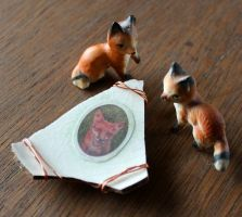 Vintage ceramic and decoupage red fox pendant by lupagreenwolf
