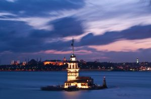 Maiden's Tower by chimneysweeper